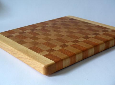 A Spagnuolo-Style Cutting Board